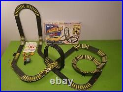 6232 Tyco Zero Gravity Cliff Hanger HO Slot Car Race Track Set With Extra Track