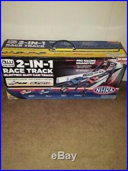 Auto World NHRA 2-In-1 Slot Car Race Track Pro Racing Dragstrip + (4) Cars