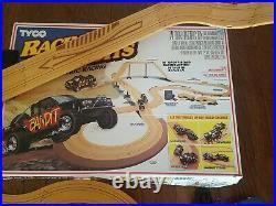 TYCO Racin' Bandits Electric Racing Off-Road Trucks Set No. 6219-17' of track