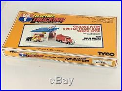 Tyco #3445 US1 Electric Trucking Garage with Switch Track & Truck Stop HO Scale