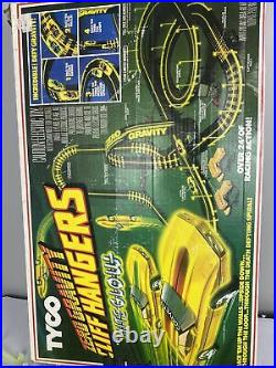 Tyco Zero Gravity Cliff Hangers HO Slot Car Race Track Set Lot 2 cars
